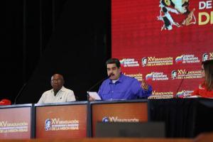 Maduro dice usa criptomoneda sancionada para construir viviendas en Venezuela