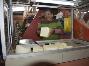 Sube precio de la libra de queso
