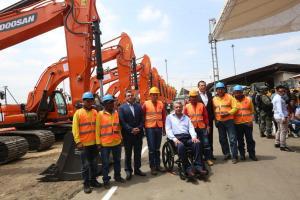 Gobierno entrega 6,8 millones de dólares en maquinaria para mantenimiento vial
