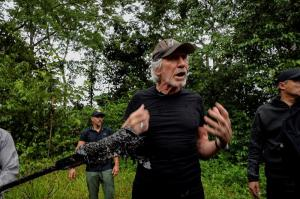 Rogers Waters visita Amazonía ecuatoriana pero no ve efectos de contaminación