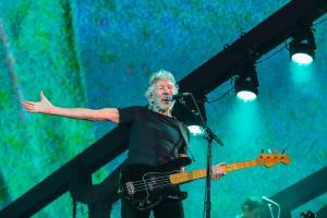 Roger Waters visita Ecuador para conocer contaminación de la Amazonía