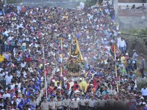 Cerrarán tramo de la vía Montecristi-Manta por la procesión de la Virgen de Monserrat