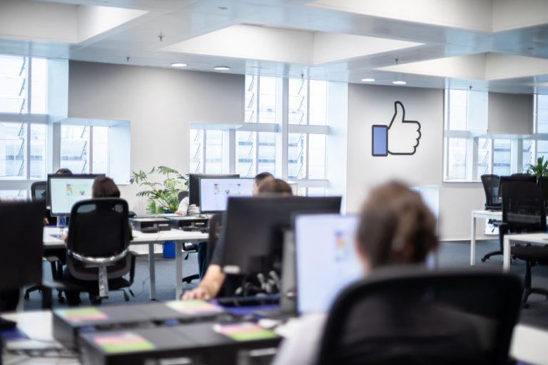 ¿Puede Facebook controlar la conversación de millones de personas?