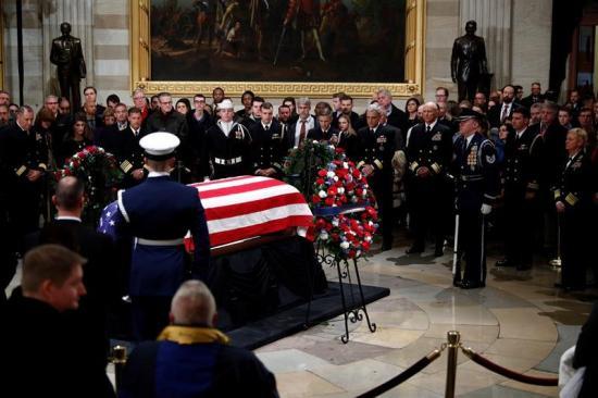 EEUU despide a Bush, el líder que encontró 'el espacio común' que ahora falta