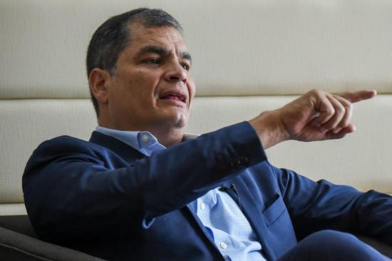 Correa dice que rechazo Interpol de arrestarlo es 'humillación' para Ecuador