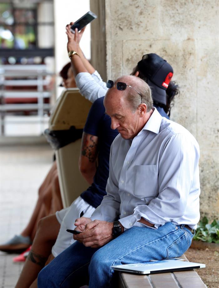 Cuba da nuevo paso hacia apertura de Internet con servicio de datos móviles