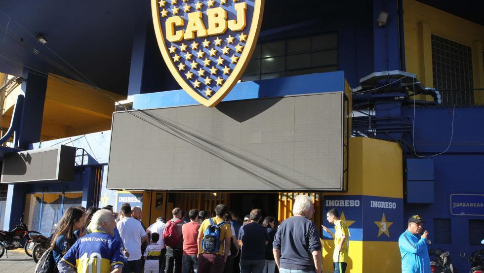 Liberan a detenido por atacar al autobús de Boca Juniors el día de la final