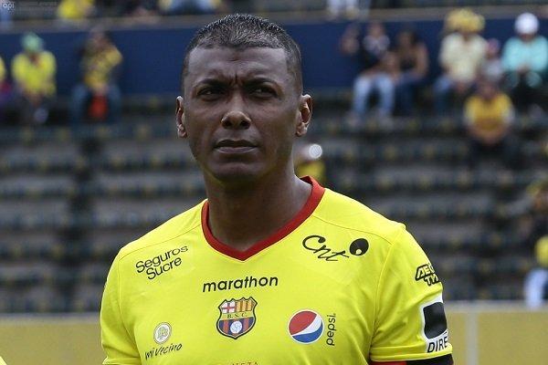Con lágrimas y con una  carta Oswaldo Minda se despidió del fútbol profesional