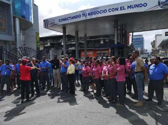 Funcionarios de Aduana  protestan para exigir  el pago de bono
