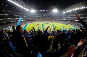El Santiago Bernabéu vive una auténtica fiesta de fútbol y color