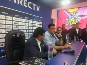 El astro brasileño Ronaldo visita Ecuador para ver al juvenil Stiven Plaza