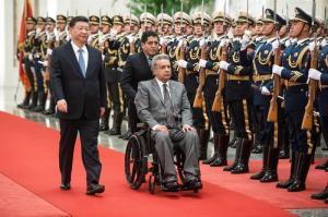 Ecuador logra de China crédito de 900 millones de dólares a la tasa más baja