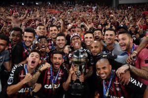 Atlético Paranaense levanta su primera Copa Sudamericana tras sufrir en los penaltis 1-1