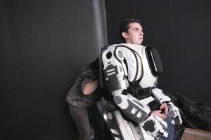 Robot presentado en programa de televisión ruso resultó ser un hombre disfrazado