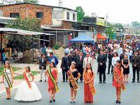 Alegría, desfile y baile en Cascol