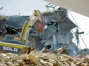 Se pagó $ 14,5 mills. de más por demoliciones