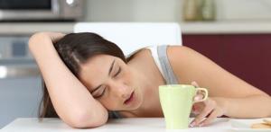 La falta de sueño aumenta el deseo de comida basura y el riesgo de obesidad