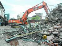 Exigen sanción por  pagos en demoliciones