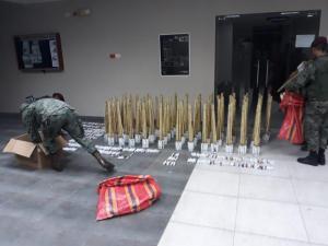 Incautan explosivos