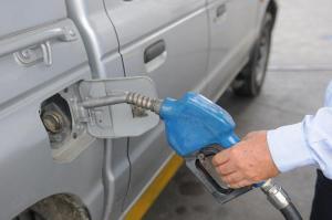 Gobierno ratifica que no subirá precio del diésel para transporte en Ecuador