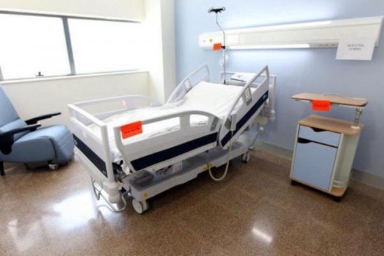 Policía pide ADN a empleados del centro médico donde mujer en coma dio a luz
