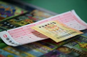 Arrestan hombre en EEUU por robar boleto premiado con 10 millones de dólares