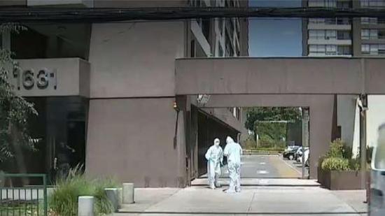 Niño de 5 años disfrazado de superhéroe muere tras caer del décimo piso de un edificio