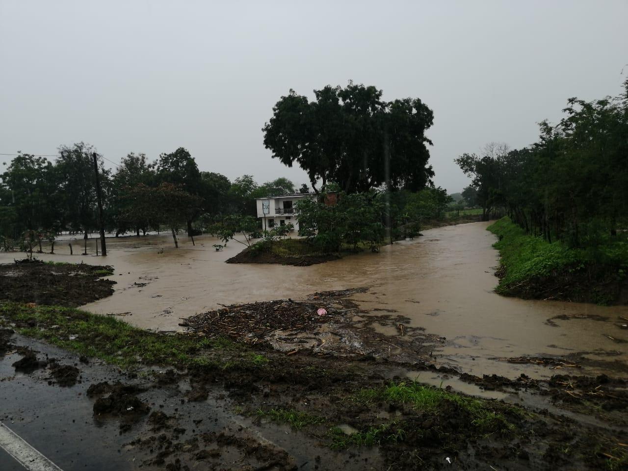 Más de mil afectados por la temporada lluviosa en la costa de Ecuador
