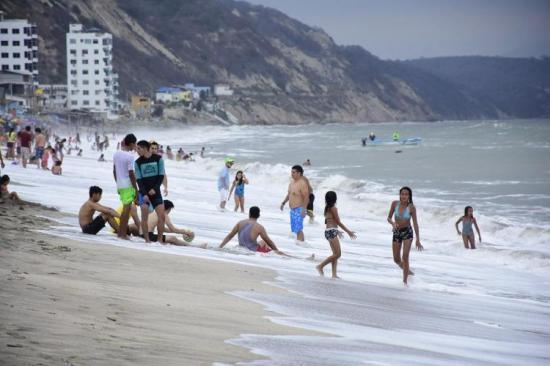 Este fin de semana las playas tendrá bandera amarilla por oleaje