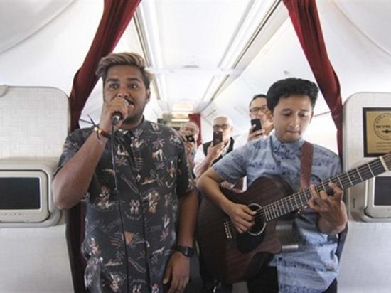 Una aerolínea ofrece  conciertos en vivo  durante sus vuelos