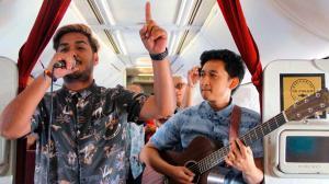 Una aerolínea de Indonesia ofrece conciertos en vivo durante sus vuelos