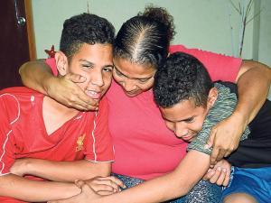 Los siameses que llegaron de Venezuela a Los Cerezos