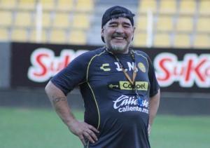 Diego Maradona fue intervenido por un pequeño sangrado en el estómago