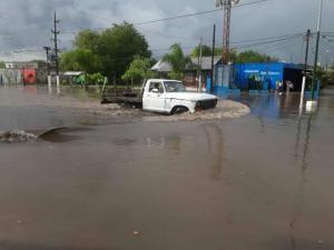 Ascienden a 2.300 los evacuados por inundaciones en Argentina