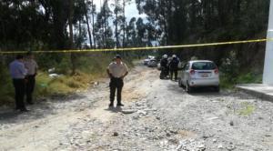 Dos policías fueron encontrados muertos en el interior de una patrulla en Quito