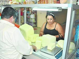 Aumenta demanda del queso por precio bajo