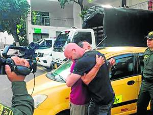 Taxista devuelve 2.600 dólares