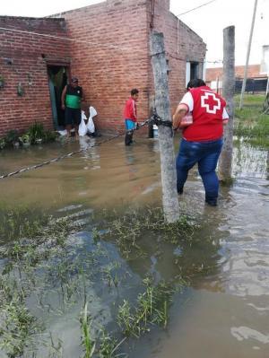 Cerca de 1.700 personas continúan evacuadas por las inundaciones en Argentina
