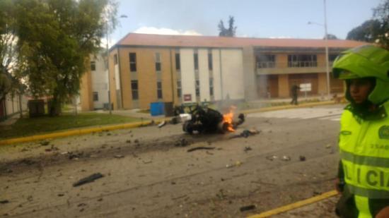 Una cadete ecuatoriana muere y otra resulta herida en el atentado en Colombia