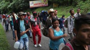Casi 300 hondureños que dejaron caravana de migrantes inician retorno al país