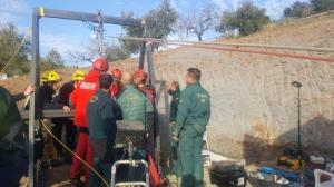 Confían en rescatar antes del lunes al niño español que cayó a un pozo