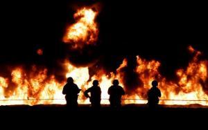 Sube a 66 cifra de muertos al explotar toma clandestina de gasolina en México
