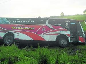 Madre e hijo mueren en choque con bus