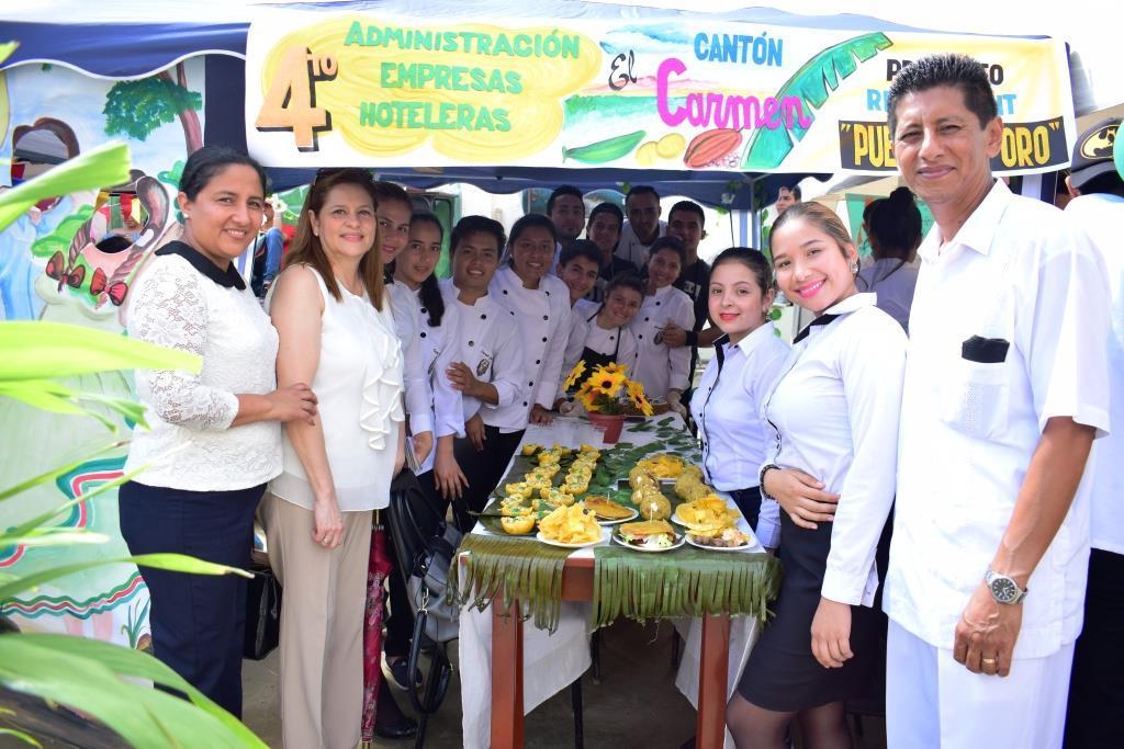 Feria gastronómica en la extensión de Bahía de la ULEAM