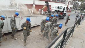 Piñera se compromete a reconstruir este año daños del sismo en norte de Chile