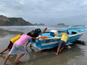 Continúa búsqueda de joven que desapareció en la playa de Puerto Cayo