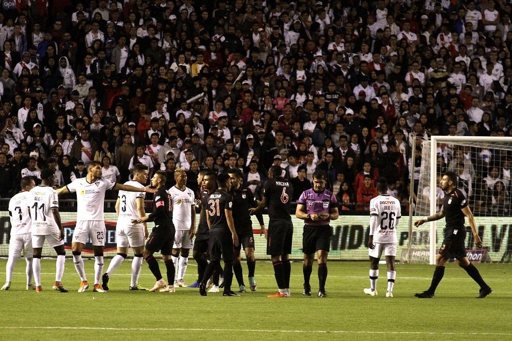 Santa Fe empata y apaga la fiesta 'Noche Blanca' al campeón Liga de Quito