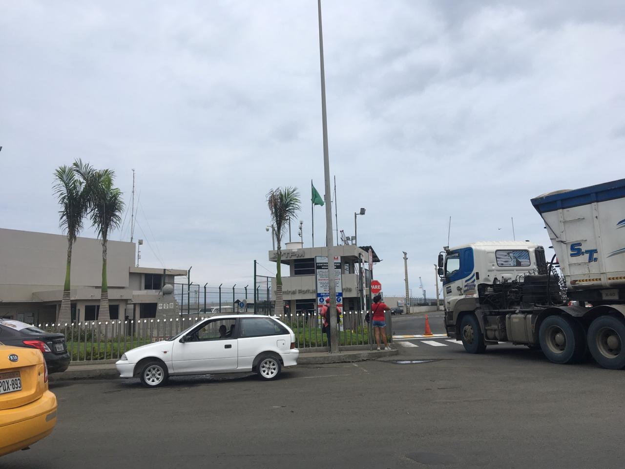 Una persona resultó afectada por fuga de amoniaco en el Puerto de Manta