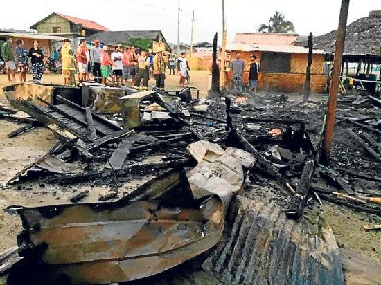 Una cabaña turística queda destruida a  causa de un incendio