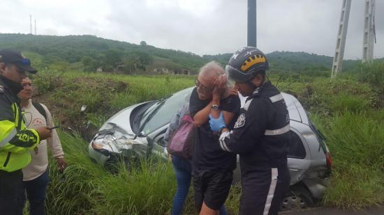 Ciudadano extranjero sufre accidente de tránsito en la vía Crucita-Rocafuerte
